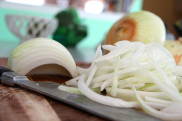 thinly sliced onions