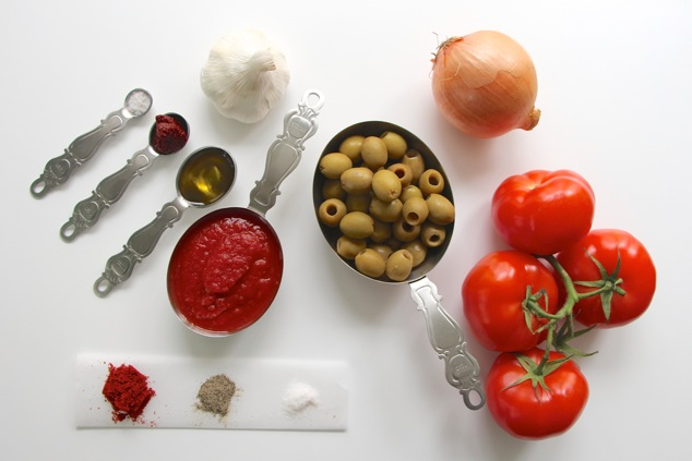 green olives in tomato sauce ingredients