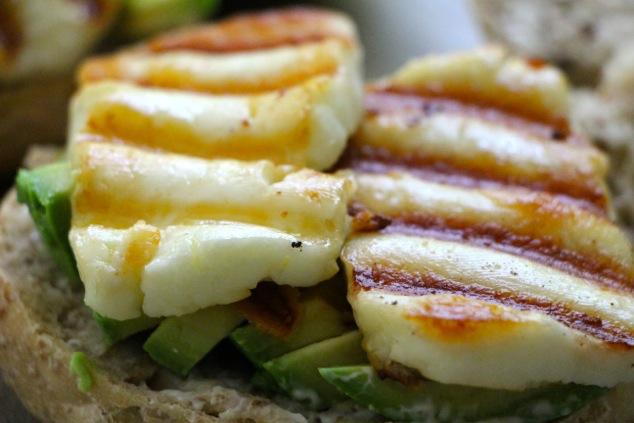 adding seared halloumi on sandwich