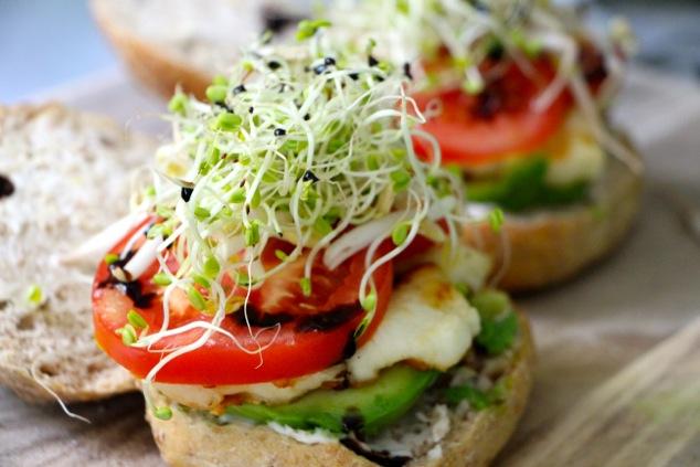 halloumi sandwich with balsamic ready