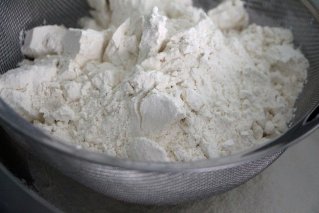 flour in sifter