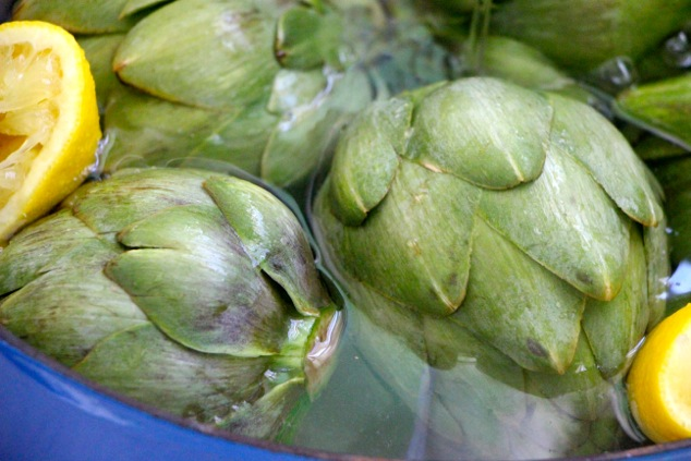 artichokes in pot with water and lemon