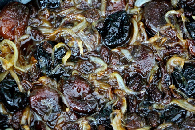 cooking onions and dried fruit