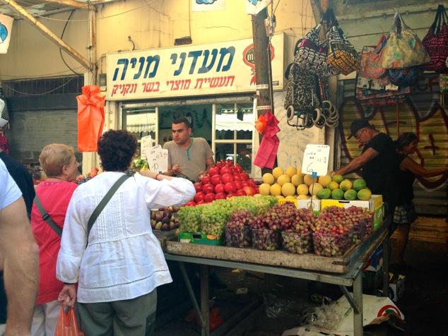 fresh figs in the market of Tel Aviv