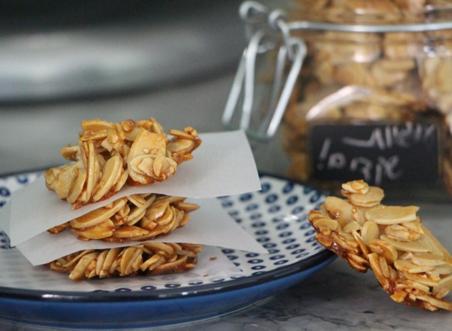 sliced almond cookies are ready and served