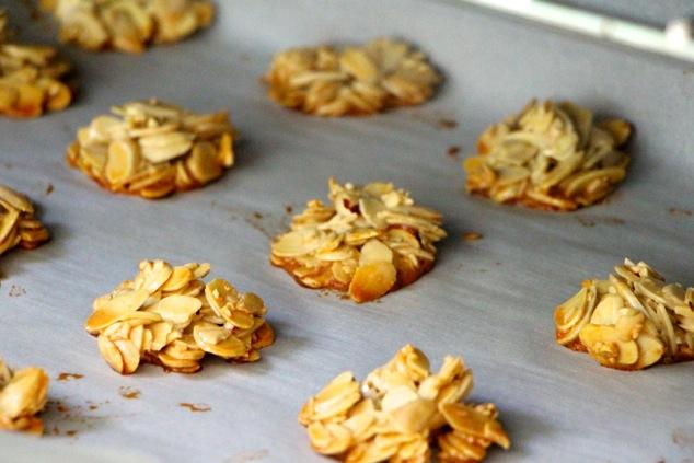 sliced almond cookies baking