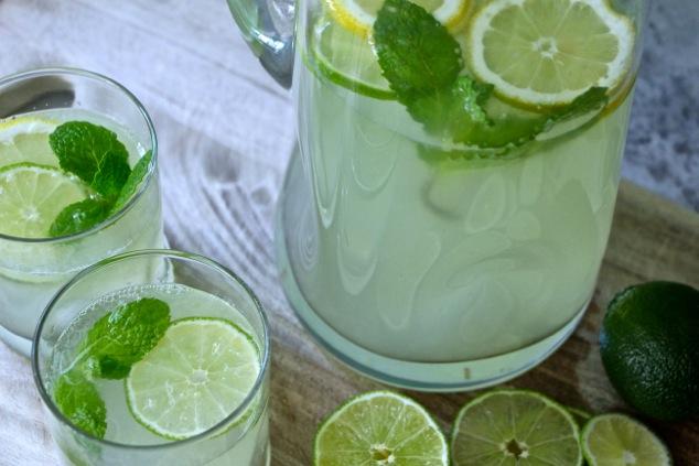 serving Tunisian lemonade