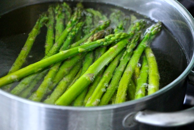 blanching asparagus in pot